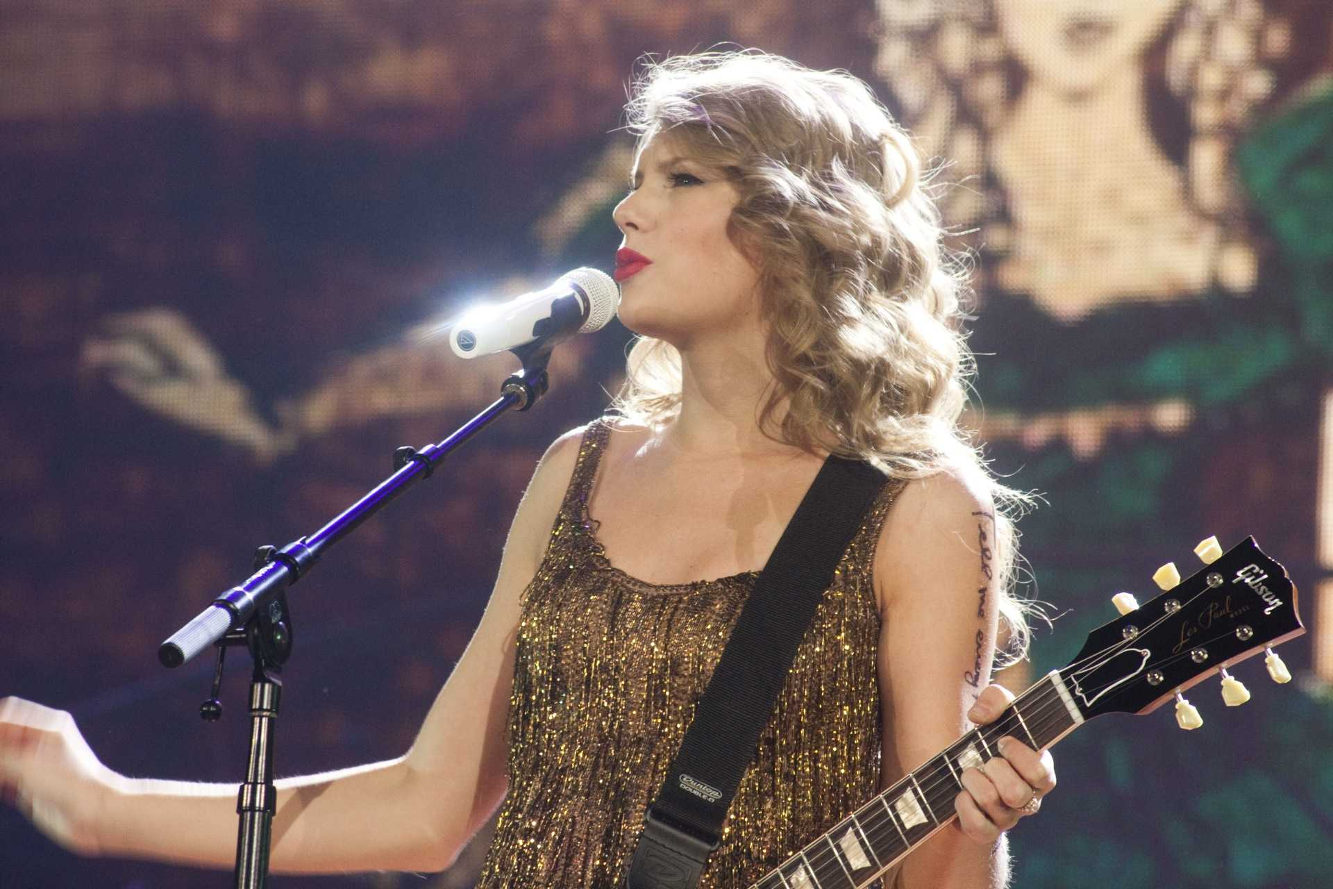"""Taylor Swift entertaining her fans on her """"Speak Now"""" tour at the Power Balance Pavilion in Sacramento on Sept. 3, 2011. (Photo by Bryce Fraser)"""
