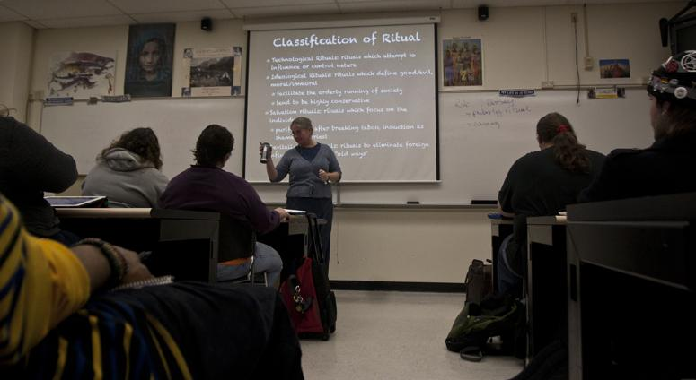 Professor Katrina Worley lectures in her Magic, Witchcraft and Religion class on Feb. 28. (Photo by Daniel Romandia)