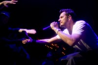 311 lead singer Nick Hexum reaches out to a sold-out crowd on March 7 but fails to connect.