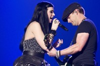 Thompson Square in the midst of their March 29 performance. Square&#039;s Keifer Thompson (right) speaks exclusively to ARCurrent.com&#039;s Mark Lewis.