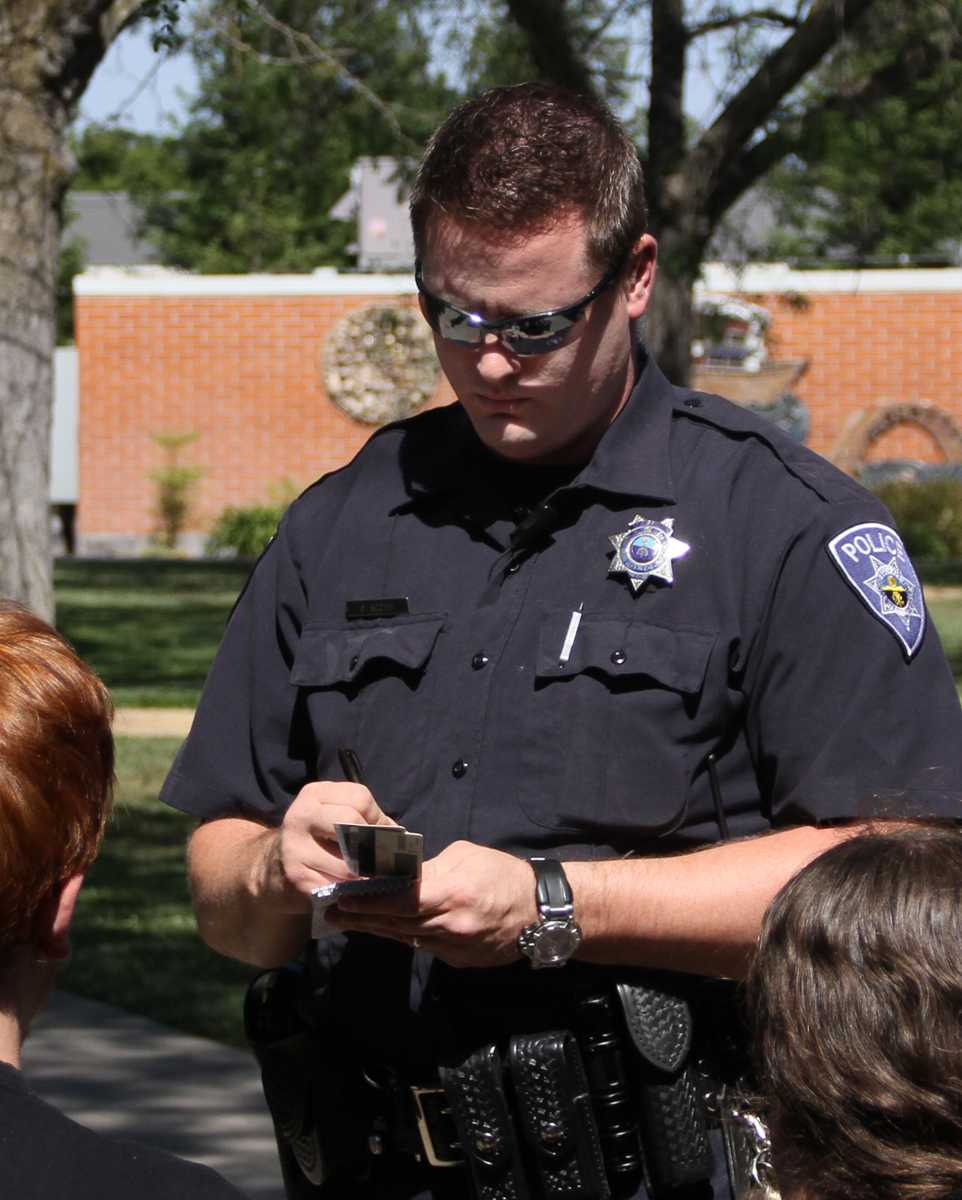 Police Officer Boothe speaks with the two victims on May 1 on the American River College campus. The victims were not available for comment. Photo by Jonathan H. Ellyson