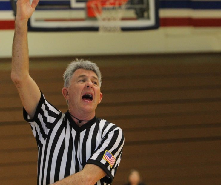Referee for the ARC and SCC women's basketball game holds his hand up. (photo gallery by Lidiya Grib)