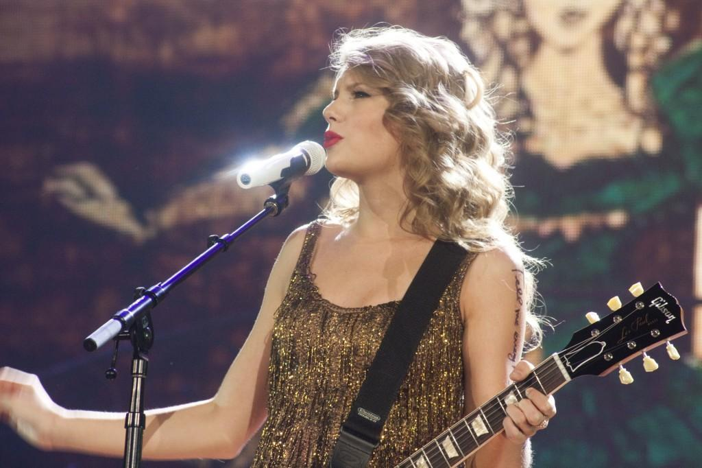 Taylor+Swift+entertaining+her+fans+on+her+%22Speak+Now%22+tour+at+the+Power+Balance+Pavilion+in+Sacramento+on+Sept.+3%2C+2011.+%28Photo+by+Bryce+Fraser%29