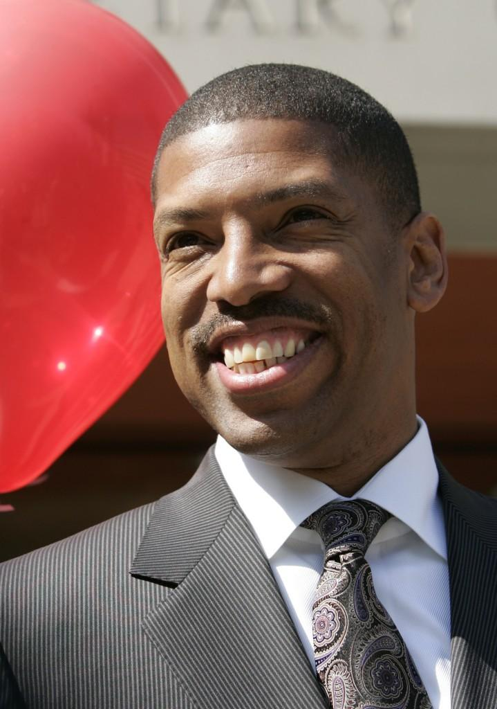 Sacramento mayoral candidate and former NBA star Kevin Johnson appears at a news conference in Sacramento, Calif.,  Wednesday, Sept. 10, 2008  Johnson is trying to unseat two-term incumbent Heather Fargo.(AP Photo/Rich Pedroncelli)