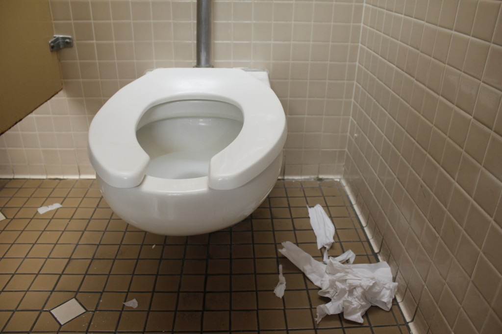 A+shot+of+a+toilet+in+the+Student+Services+EOP%26S+restroom+shows+the+trash+on+the+floor.+The+women%27s+bathrooms+are+just+as+dirty+as+the+men%27s+restrooms.+%28Photo+by+Shanel+Royal%29