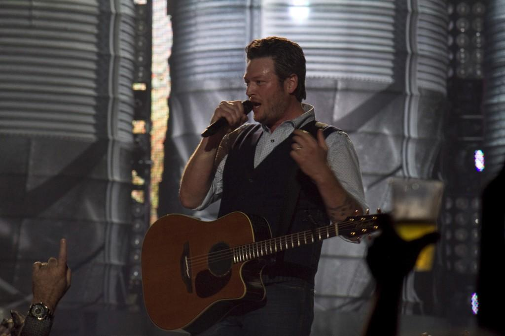 Blake+Shelton+pauses+to+speak+to+the+sold-out+audience+during+his+sold-out+performance+at+Sacramento%27s+Power+Balance+Pavilion+on+March+15.