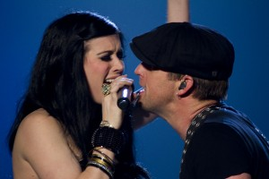 Husband-and-wife country duo Thompson Square are inseperable during a March 29 concert at Sacramento
