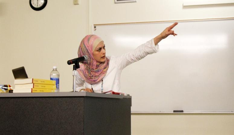 Laila+Haddad%2C+a+Palestinian+mom%2C+author+and+activist+speaks+to+students+about+the+Gaza+Strip+and+West+Bank+during+ARC%E2%80%99s+College+Hour+on+March+22.