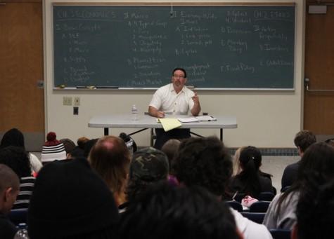 Professor Richard Gonzalez lectures his Business 300 class on Economics. (Photo by Emily K. Rabasto)