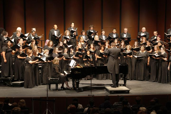 The+ARC+Concert+Choir+performed+with+the+Chamber+Singers+and+two+local+high+school+choirs+at+the+Fall+Choral+Invitational+Concert+on+Nov.+5+in+the+ARC+Theatre.+The+Concert+Choir+is+open+to+any+student+who+can+match+pitch.+%28Photo+by+Brooke+Purves%29