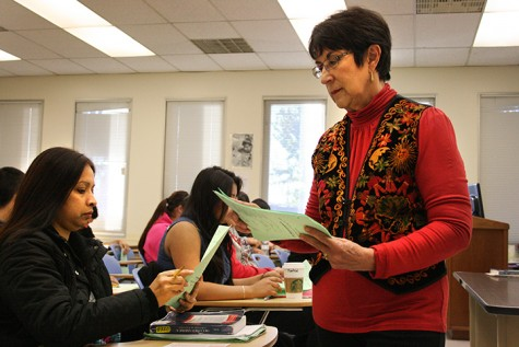 Professor Delgado-Campbell passes out a quiz to her students after announcing cultural events they may attend to help them better understand the course.