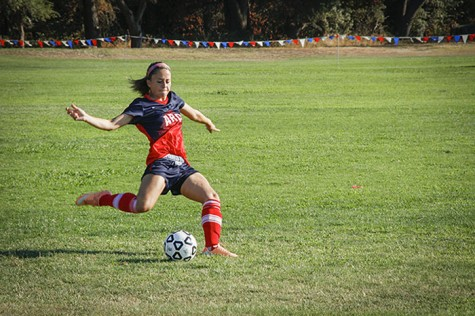 Women's soccer wins 1-0 in home opener despite red card ejection