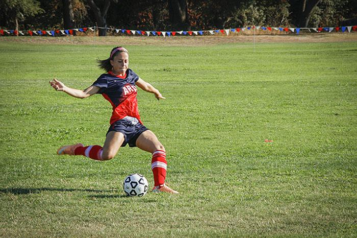 Womens soccer wins 1-0 in home opener despite red card ejection