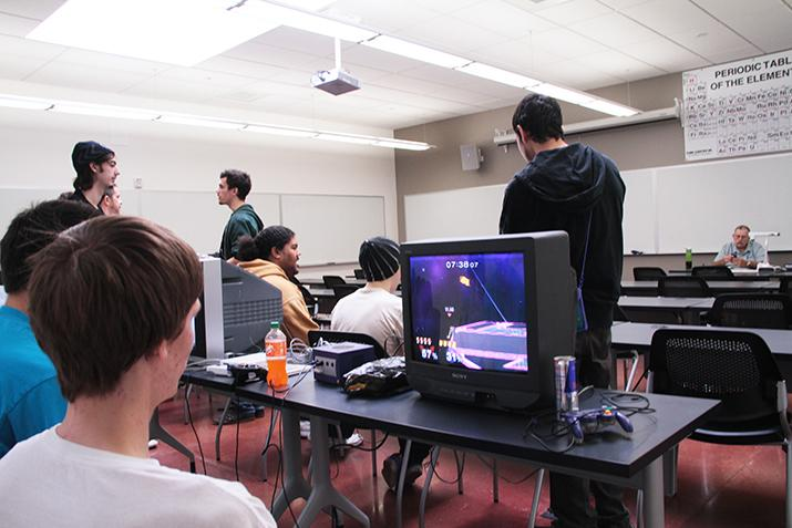 """""""Smash"""" club holds first tournament of the semester"""