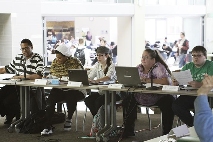 Student+Senate+meeting+near+Starbucks+a+%27transformational+moment%27
