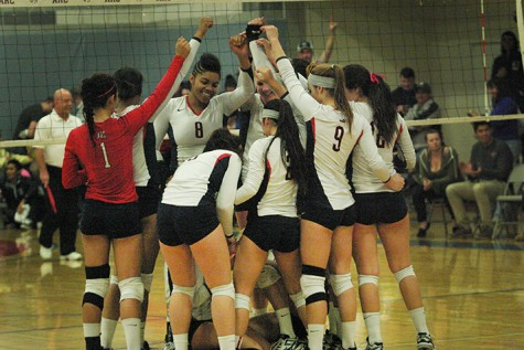 Volleyball team rallies in final two games to defeat Fresno City College, starts playoffs 2-0