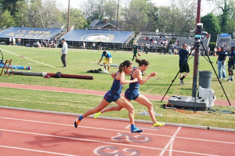 Women's cross country and track achieves 100 percent transfer rate