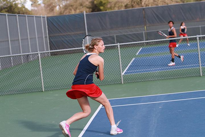 Men's tennis wins 5-4, women's lose 6-3