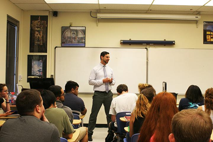 Professor Bill Zangeneh-Lester lectures to his HUM 300 students. Zangeneh-Lester will be the one of advisers for the new Humanties and Philosophy Club starting in October of the fall 2015 semester. (Photo by: Ashley Nanfria)