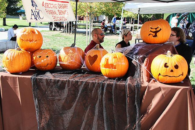 Funeral+services+education+booth+featured+pumkins+carved+by+members+and+candles+for+sale+to+students.+The+%22Haunted+Harvest%22+themed+club+day+took+place+on+Thusday+in+front+of+the+student+center.+%28Photo+by+Ashley+Nanfria%29