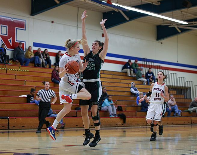 American+River+College+guard+Hayleigh+Filer+looks+for+an+open+teammate+to+pass+the+ball+to+before+being+forced+out+of++bounds%2C+during+a+game+against+Diablo+Valley+College+Tuesday.+ARC+lost+to+Diablo+Valley+70-63.++%28Photo+by+Kyle+Elsasser%29