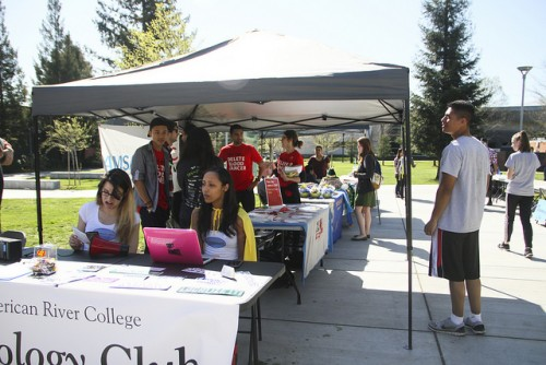 Students come to check out the clubs on display infront of the Student Center at American River College on March 17, 2016.  (Photo by Bailey Carpenter)
