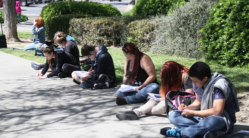 Proffesor Paula Rodriguez-Rutten's math 103 class takes a test outside due to a fire alarm on March 29, 2016 at American River College in Sacramento, California. The alarm was sounded because a steak that was being cooked in a toaster oven in Liberal Arts 152 Staff started smoking. (Photo by Matthew Nobert)
