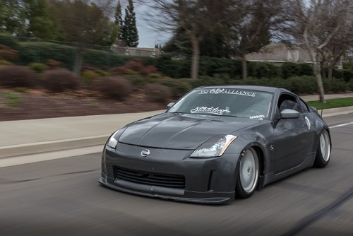 Anfernee Lee drives his Nissan 350z down a street in Roseville, California. Lee started the Roseville car meet that meets every Thursday. (Photo by Kyle Elsasser)