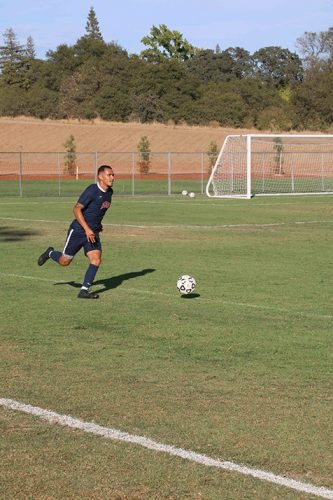 ARC defender Noe Ramero passes the ball to a teammate during a game versus Hartnell College on September 20, 2016. The Beavers lost the game 4-0. (Photo by John Ennis)