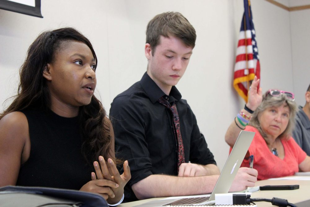 Senate President Valencia Scott (left) discusses the fomation of the judiciary committee as Justin Nicholson listens and Laurie Jones waits to be called on at the first senate meeting of the fall semester on Sept. 1. (Photo by Robert Hansen)