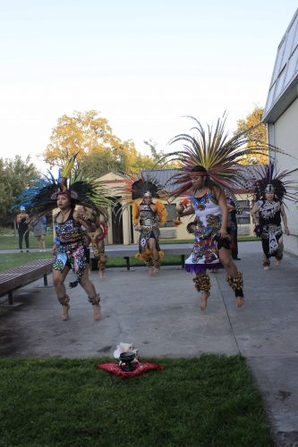 Aztec dance group Maquilli Tonatiuh performs in front of the Kaneko Art Gallery on Sept. 15 (Photo by Lidiya Grib)