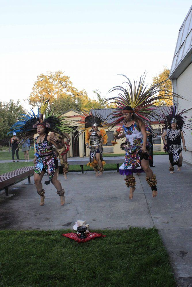 Aztec+dance+group+Maquilli+Tonatiuh+performs+in+front+of+the+Kaneko+Art+Gallery+on+Sept.+15+%28Photo+by+Lidiya+Grib%29