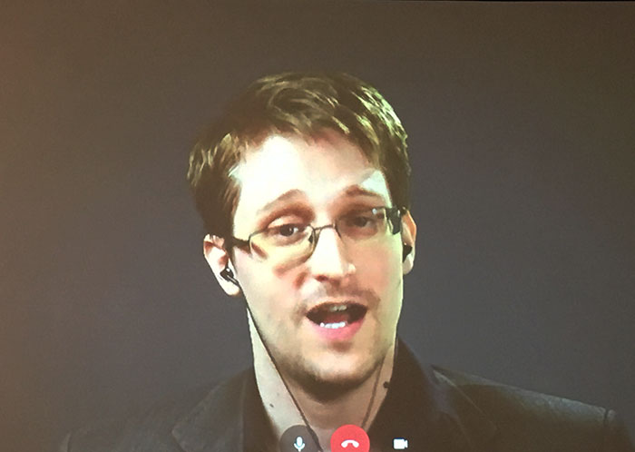 Edward Snowden skypes with journalism students at the Associated Collegiate Press conference in Washington D.C. on Oct. 22. (Photo by Cheyenne Drury)