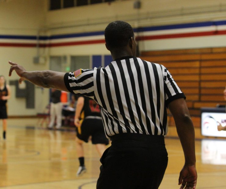 Referee for ARC and Sac. City Colleg's women's basketball signals during the game. (photo gallery by Lidiya Grib)