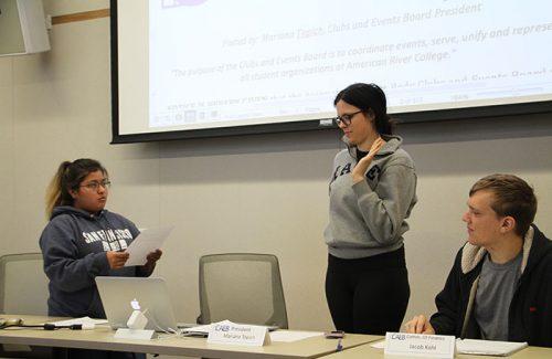 Student Senate President Deborah Hernandez swearing in CAEB President Mariana Topich at the October 3, 2017