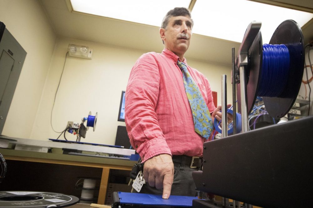 Professor Randy Schuster operates one of the 3D printers located in the Design Hub on campus. (Photo by Ashley Hayes-Stone)