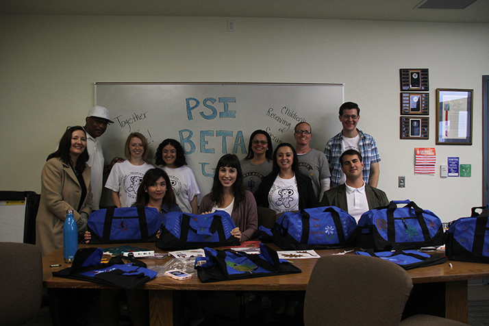 Members of the Psi Beta club decorate duffel bags for foster children on April 10 at American River College. (Photo by Alexus Hurtado)