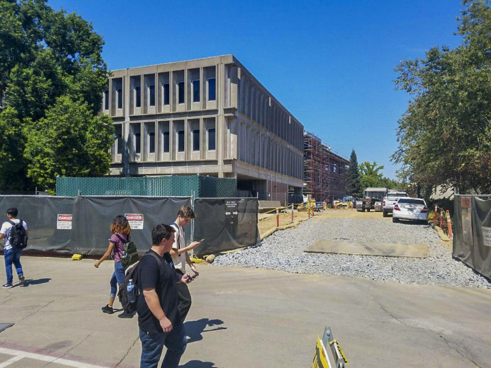 As construction is being worked on, students have to deal with the hardship of getting to their class on time. (Photo by Brandon Zamora)