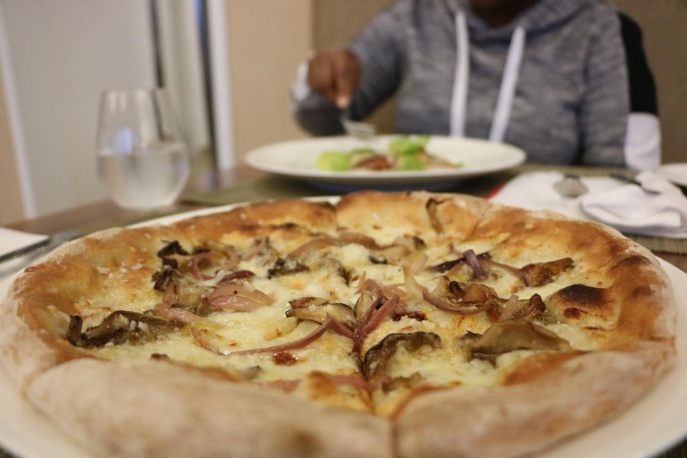 Main+Entree+wild+Mushroom+pizza+served+at+the+Oak+Cafe+on+Dec+4%2C+2019.+%28Photo+by+Colin+Bartley%29
