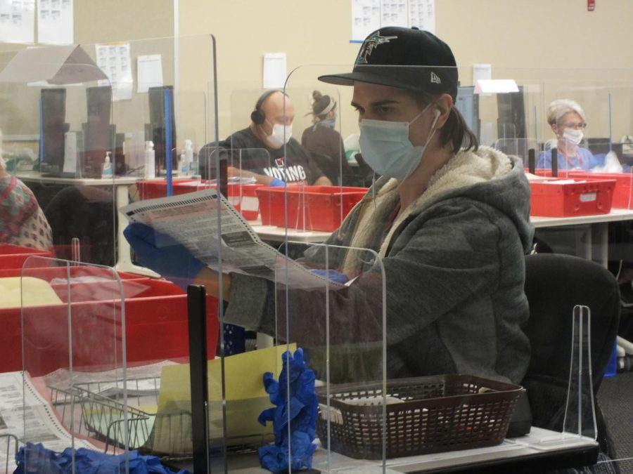 A Sacramento county poll worker helps check and tabulate ballots on Election Day, Tuesday Nov. 3, 2020.Poll workers and voters were required to wear mask to enter the Sacramento County Registers offices. (Photo by Irvis Orozco)