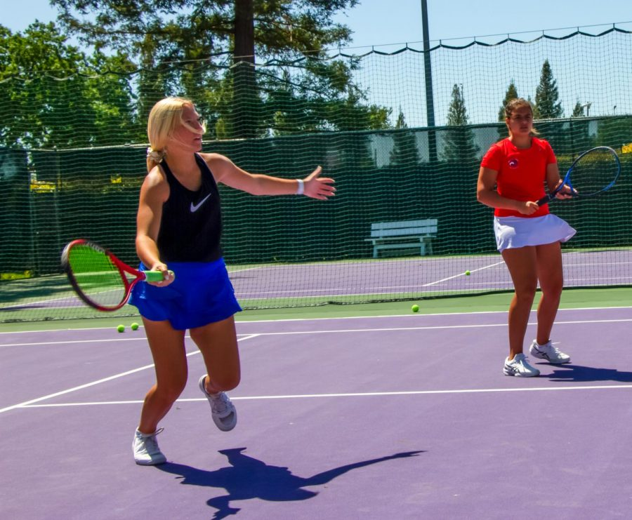 Jaycie+Savage+hustles+for+the+ball+while+Haley+VanOrman+waits+for+her+turn.+%28Photo+by+Megan+Wutzke%29%0A